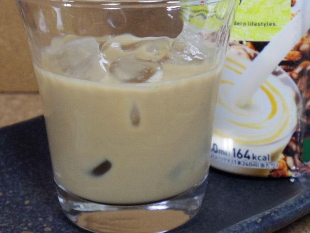 セブンプレミアム ミルクたっぷりカフェラテ015